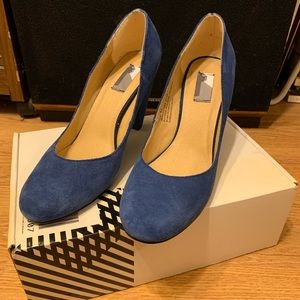 blue suede shoes (heels)